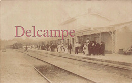 Carte Photo : Gare Avec Train Locomotive - Supposé En Gironde - - Stations - Met Treinen