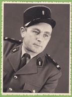 Photographie Originale Militaire Légionnaire Légion Etrangère Avec Insigne Chiffre 1 ? Dans Grenade Uniforme Képi - Guerra, Militari