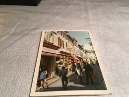 Photo Couleur Rue De Sanary 19 70 Hommes Femmes Enfants En Train De Marcher Commerce Magasin Droguerie - Anonymous Persons