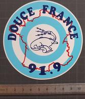 Autocollant Sticker Adhésif Vintage - Années 1980 - DOUCE FRANCE 91.9 - Salamandre - Station Radio Cognac - Charente - Stickers