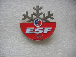 Broche ESF (Ecole Du Ski Francais) De La Station De Sports D'hiver Des ARCS. No Pin's - Sport Invernali
