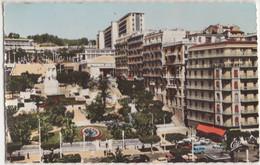 Alger: RENAULT 4CV, DAUPHINE, LAND ROVER 109 - Le Square Laferrière - (Algérie) - Turismo