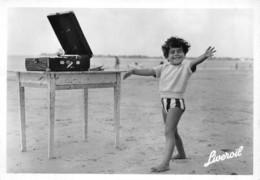 Enfant (Publicité) - Liveroïl - Enfant Au Bord De La Mer à Coté D'un Phonographe Sur Une Table - Publicité