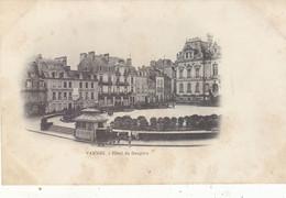 VANNES : T.RARE DOS SIMPLE.L HOTEL DU DAUPHIN.KIOSQUE ET CARIOLE.N.CIRCULEE.ETAT T.CORRECT VU L AGE - Vannes