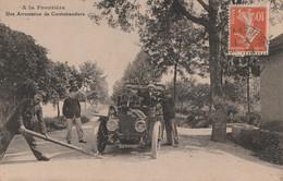 A La Frontiere, Une Arrestation De Contrebandiers, Douane, Automobile - Dogana
