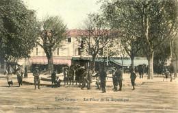 13 - Saint Remy De Provence - La Place De La République - Saint-Remy-de-Provence