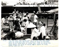 INDOCHINE .NORD VIETNAM .1954 .FIN DE GUERRE . TAI BEN TAU,DAN CHUNG TAN CU DA DUOC .... - Places