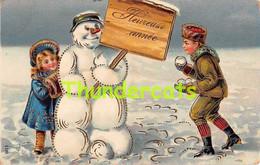 CPA EN RELIEF GAUFREE ENFANT GARCON FILLE  NEIGE  EMBOSSED CARD CHILD BOY GIRL SNOW - Kinder-Zeichnungen
