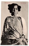 Madagascar - Femme  Sihanaka - CPA  °psc - Madagaskar