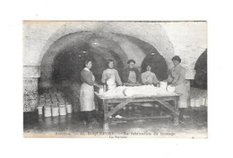 11940 - 12 - ROQUEFORT : La Fabrication Du Fromage, Le Salage - Roquefort