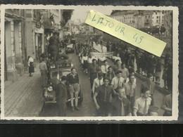 WW2 RARE CARTE PHOTO  SUR LALIBERATION DE MARSEILLE  VOITURE TRACTION  CROIX DE LORRAINNE E  ET JEUNNES FFI - Guerra 1939-45