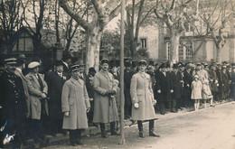 67) Carte-photo (12 X 9 Cm) - SELESTAT 1918 - Défilé Militaire - Gros Plan Sur La Foule, Militaires Et Officiels (BP) - Selestat