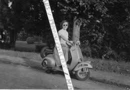 SCOOTER / 5 PHOTOS / VESPA / IMMATRICULATION 852 BP 77 / PHOTO - Motorbikes