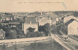 88 // VITTEL   Vue Générale Vers L'église Et Rue De La Gare   243 - Vittel Contrexeville