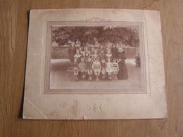 ECOLE COMMUNALE DE PESCHE Juin 1920 Photographie 17 X 12,5 Cm Classe Fille Garçon Ecoliers Elèves Pesches Couvin Soeurs - Treinen