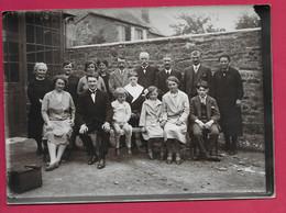 Grande PHOTO 18 X 13 Cm Des Années 1930..COMMUNIANT Avec Groupe .. Fonds Photographique BOURGAULT à FLERS ( Orne 61) - Personas Anónimos