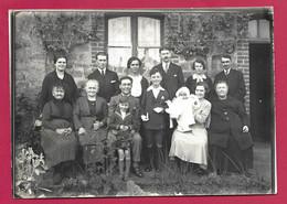 Grande PHOTO 18 X 12,5 Cm Des Années 1930..COMMUNIANT Avec Groupe .. Fonds Photographique BOURGAULT à FLERS ( Orne 61) - Personas Anónimos