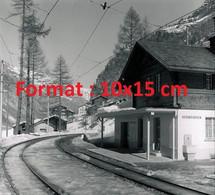 Reproduction Photographieancienne De La Gare De Chemin De Fer à Herbriggen En Suisse En 1959 - Reproducciones