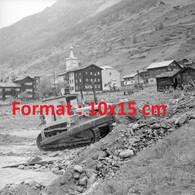 Reproduction Photographie Ancienne D'un Bulldozer Nettoyant Le Village De Valaisan EnSuisse 1957 - Reproducciones