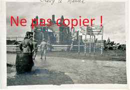 PHOTO FRANCAISE POILUS PANCARTES ALLEMANDES ET HOSPICE EN RUINES A FLAVY LE MARTEL PRES DE CUGNY - JUSSY AISNE 1914 1918 - 1914-18