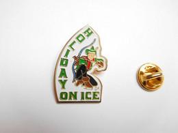 Beau Pin's , Patinage Artistique , Spectacle Sur Glace Holiday On Ice , Tir à L'arc - Patinaje Artístico