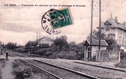 77 - Seine Et Marne -  LE MEE Sur SEINE - Tranchée Du Chemin De Fer Et Passage A Niveau - Le Mee Sur Seine