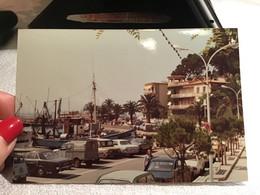 Photo Couleur Sanary Port Voiture Ancienne Renault 4 L Peugeot Renault 16 12 Acadienne 504 Peugeot Mehari - Places