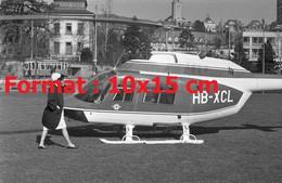 Reproduction Photographie Ancienne D'un Hélicoptère Helsuisse Atterrissant à Zurich En Suisse En 1968 - Reproducciones