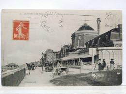 Cabourg. La Digue, Le Casino Et Le Grand Hôtel - Cabourg