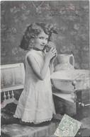 LA TOILETTE DE LILI - Notre Lili Coquette, Songe Que Rien N'est Doux Comme L'éponge - Taferelen En Landschappen