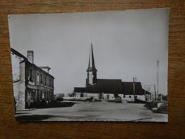 Carte Assez Rare , Auzouville-sur-ry , Place Du Centre Et L'église - Other Municipalities