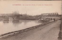 62 COURRIERES  Le Canal De La Deûle Et Le Pont De Chemin De Fer Avec Péniches - Andere Gemeenten