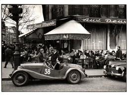 CPM - Photo Sergio LARRAIN - A St Germain Des Prés … ( Voiture Bugatti ?) - Edition Nlles Images - Passenger Cars
