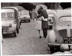 """CPM - Photo Daniel LEBEE - """"Les Amoureux Du Pont-Neuf"""" … ( Voitures Renault Citroën B.Plan) - Edition Du Désastre - Passenger Cars"""