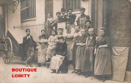 Cpa Carte Photo Photographie Groupe Arriere Cour Entreprise Ouvrier Ouvriere Hommes Homme Femme Femmes Mondor - Non Classés