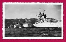 """Trois Photographies Des Années 1950 - Var - Toulon - Navires Dans La Rade - Cuirassé """"Richelieu"""" Et Autres - Krieg, Militär"""