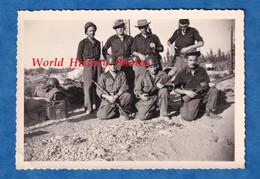 Photo Ancienne Snapshot - ALGERIE ? INDOCHINE ? - Beau Portrait De Militaire - Uniforme , Casque , Fusil à Identifier - War, Military