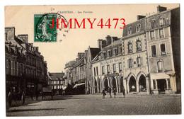 CPA - CARENTAN 50 Manche En 1911 - Les Porches ( Rue Bien Animée ) Maison Du Bon Marché - Carentan