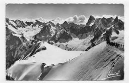(RECTO / VERSO) CHAMONIX MONT BLANC EN 1957 - AU SOMMET DU TELEPHERIQUE - BEAUX TIMBRES - FORMAT CPA - Chamonix-Mont-Blanc