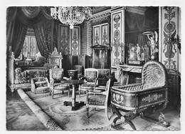 (RECTO / VERSO) PALAIS DE FONTAINEBLEAU EN 1957 - N° 1956 - CHAMBRE A COUCHER DE NAPOLEON - BEAUX TIMBRES - CPSM GF - Fontainebleau