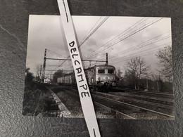 SNCF : Photo Originale JL POGGI 13 X 18 Cm : Automotrice Z 5100 à COMBS LA VILLE (77) En 10-1967 - Treinen