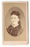 CDV Carte De Visite - Woman, Neat Hair - Photographed By C H Freeman, Montpelier, Vermont, USA - Ancianas (antes De 1900)