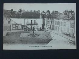 Ref6146 CPA De Vertus - Place Du Marché Avec La Fontaine Et L'établissement Chardy Dhyvert Et Pharmacie Péjoux - Vertus