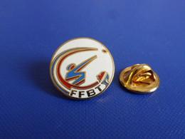 Pin's FFBT Fédération Française De Ball Trap - Tir Fusil Arme - Coq Tricolore (PY66) - Other
