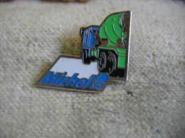 Pin's Béton MICHEL SA. Camion à Toupie - Transportation