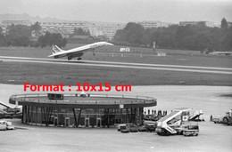 Reproduction Photographie Ancienne Du Concorde Atterrissantàl'aéroport Genèvre-Cointrin En Suisse 1976 - Reproducciones