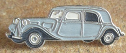 A011 -- Pin's Citroen Traction 11 - Citroën