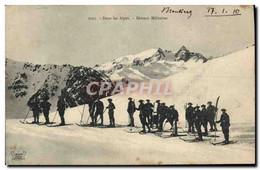 CPA Militaria Chasseurs Alpins Dans Les Alpes Skieurs Militaires Ski - Uniformen