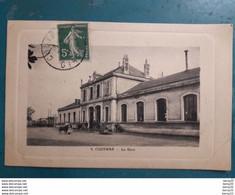 CPA - COUTRAS - La Gare - Animée: Personnages, Charrettes à Bras, âne - Other Municipalities