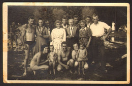 Group Men Guys And Women Girls On Beach Old Photo 14x9 Cm #24101 - Anonyme Personen